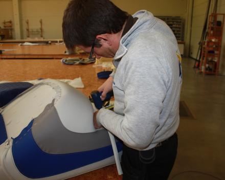 Herstoffering bootkussens atelier Waasmunster Winning Sails